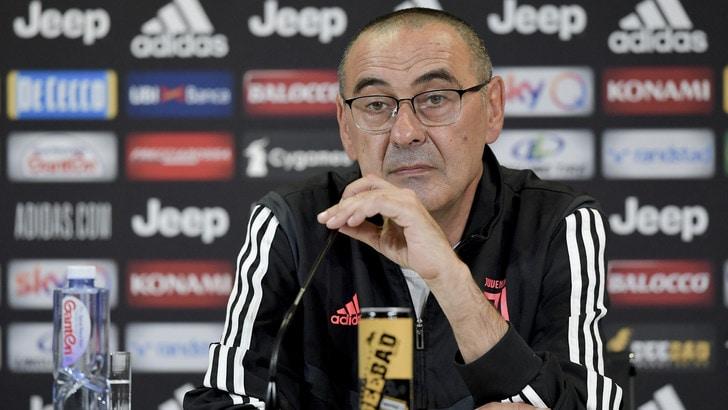 """Juve-Roma, Sarri: """"Gioca solo chi non rischia, poi testa al Lione"""""""