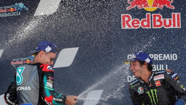 Valentino Rossi da impazzire! Terzo posto a 41 anni e grande festa sul podio