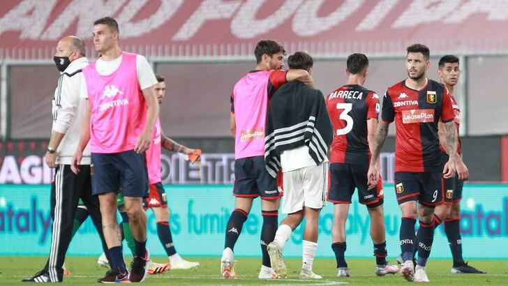 Genoa, ultrà contro proprietà e giocatori: striscioni al Signorini