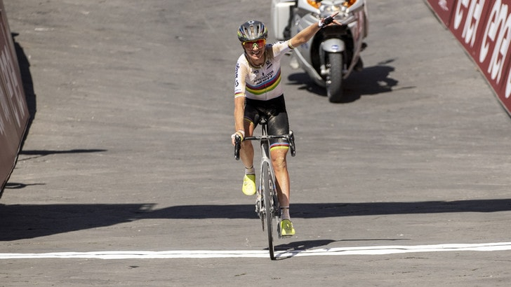 Strade Bianche, Van Vleuten vince la gara femminile