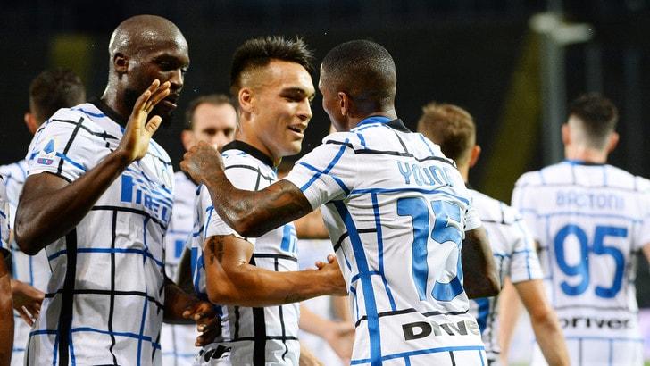 L'Inter batte l'Atalanta ed è seconda. Milan show, Lazio ko a Napoli