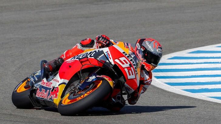 "MotoGp, Marc Marquez sorridente e tutore al braccio da ""Robocop"""