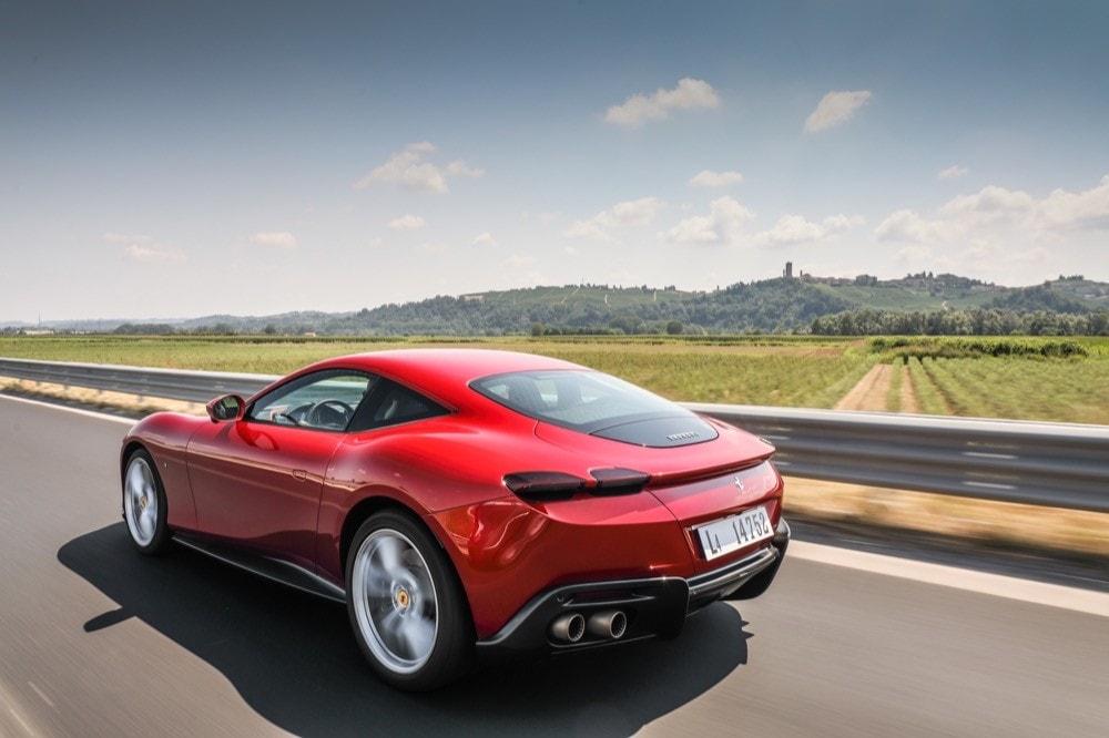 Nuova Ferrari Roma, le immagini del test drive
