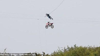 Mission: Impossible 7, set in fiamme dopo un salto con la moto