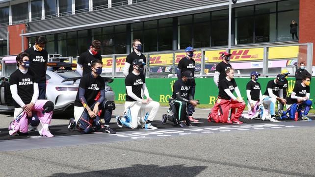 Formula 1 contro il razzismo: piloti in ginocchio