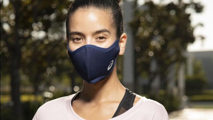 Asics Runners Face Cover, la mascherina rivoluzionaria da usare in allenamento