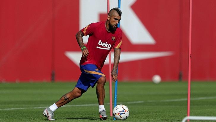Vidal si allena con il Barcellona: l'Inter lo aspetta ancora