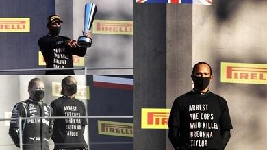"""Hamilton sul podio con una maglia speciale: """"Arrestate i poliziotti che hanno ucciso Taylor"""""""