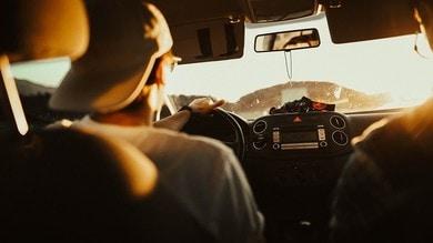 Neopatentati alle prime prese con l'auto: solo disagi o benefici?