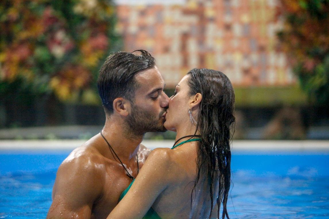 Grande Fratello Vip, Elisabetta Gregoraci: bacio dedicato a Briatore?