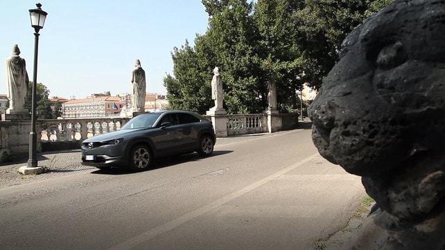 Video: Mazda MX-30, eleganza eco-sostenibile