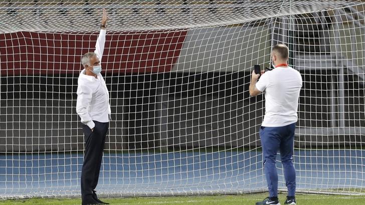 Europa League, porte troppo piccole: Mourinho le fa cambiare