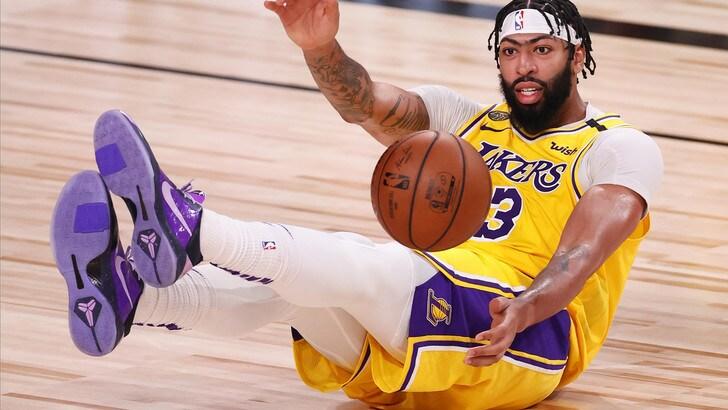 Heat annientati dai Lakers in gara 1 della finale: Davis e James show
