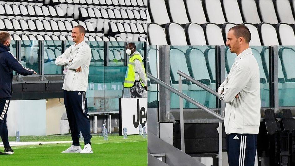 Juve-Napoli, Bonucci sul prato dell'Allianz con la terna arbitrale