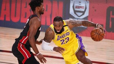 Nba, svelato il calendario: Durant e LeBron James al via!