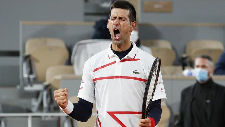 Djokovic vola in semifinale al Roland Garros: affronterà Tsitsipas