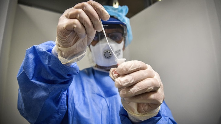 Coronavirus in Italia, record dei contagi. 10mila i casi nelle ultime 24 ore