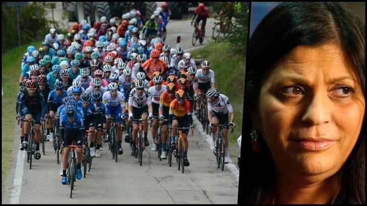 Giro d'Italia, un minuto di silenzio per ricordare Jole Santelli