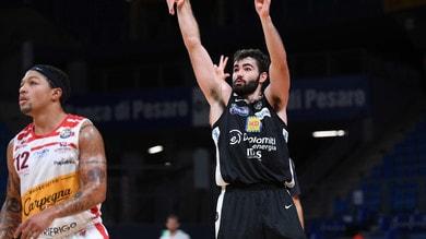 Basket, Trentino corsara a Pesaro. Cremona piega Varese