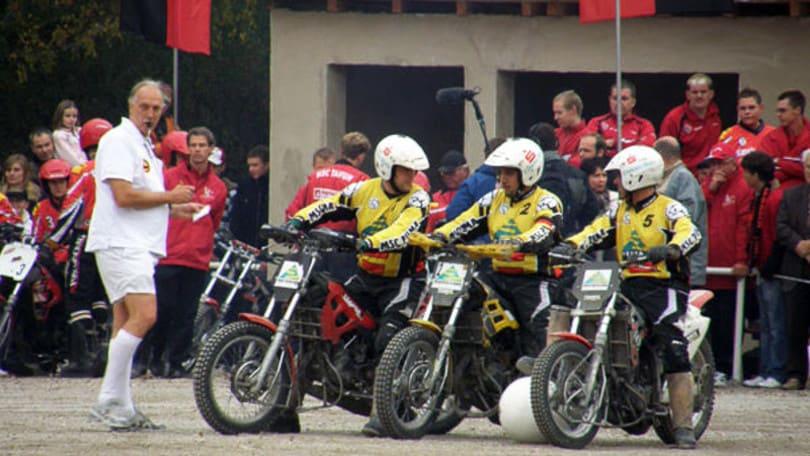 Motoball: sali in moto e giochi a calcetto! | VIDEO