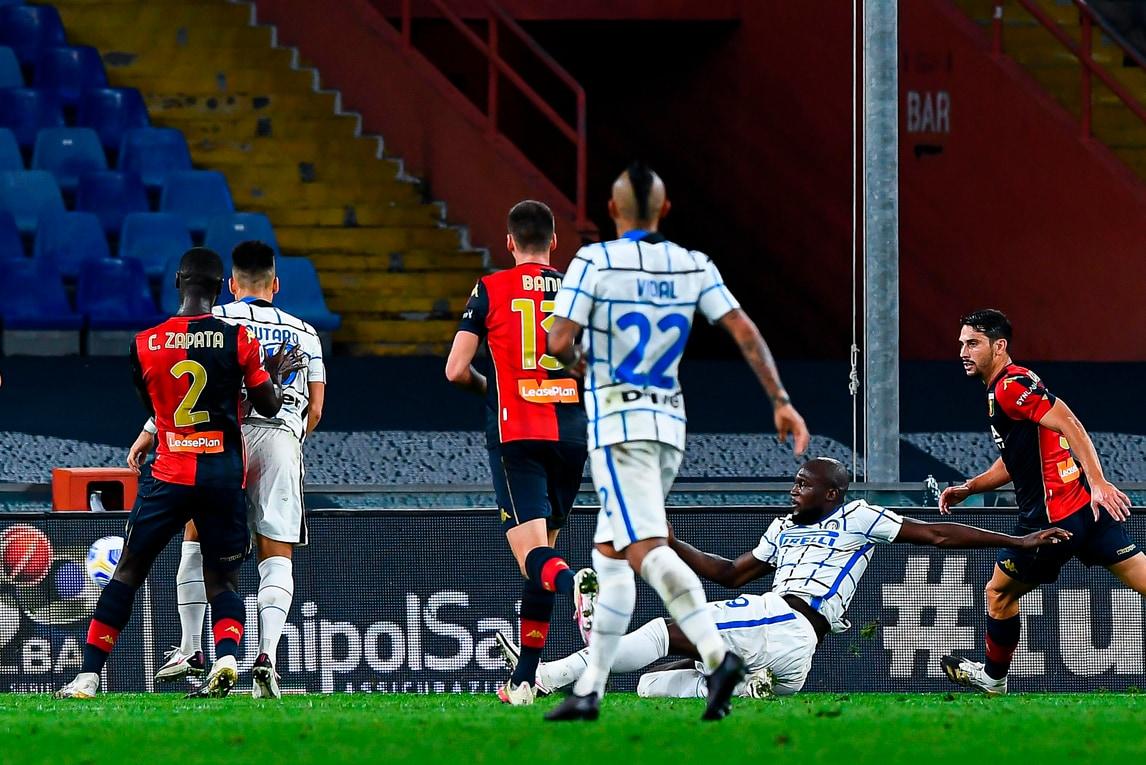 Lukaku trascinatore contro il Genoa: l'Inter ritrova la vittoria