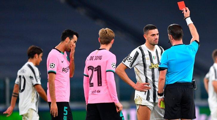 Juve-Barcellona 0-2: Dembelè e Messi puniscono Pirlo