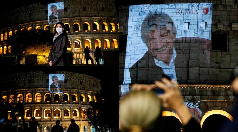 L'addio di Roma a Gigi Proietti. Foto proiettata al Colosseo e Campidoglio