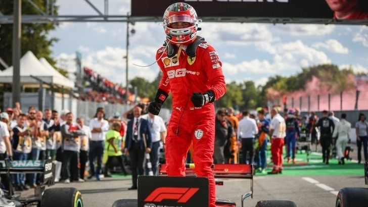 Ferrari, la tuta di Leclerc va all'asta per beneficenza