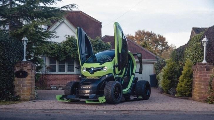 Renault Twizy pazza di F1 Oakley Design