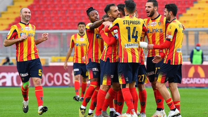 Lecce, indeterminati i test dei 2 calciatori positivi al Covid