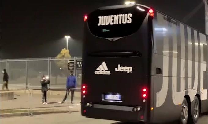 L'arrivo del pullman della Juve