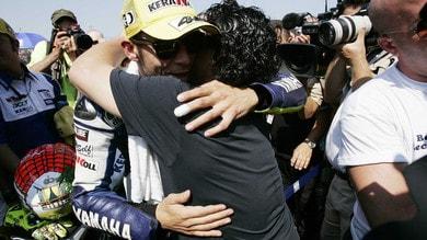 Valentino Rossi dice addio a Maradona: