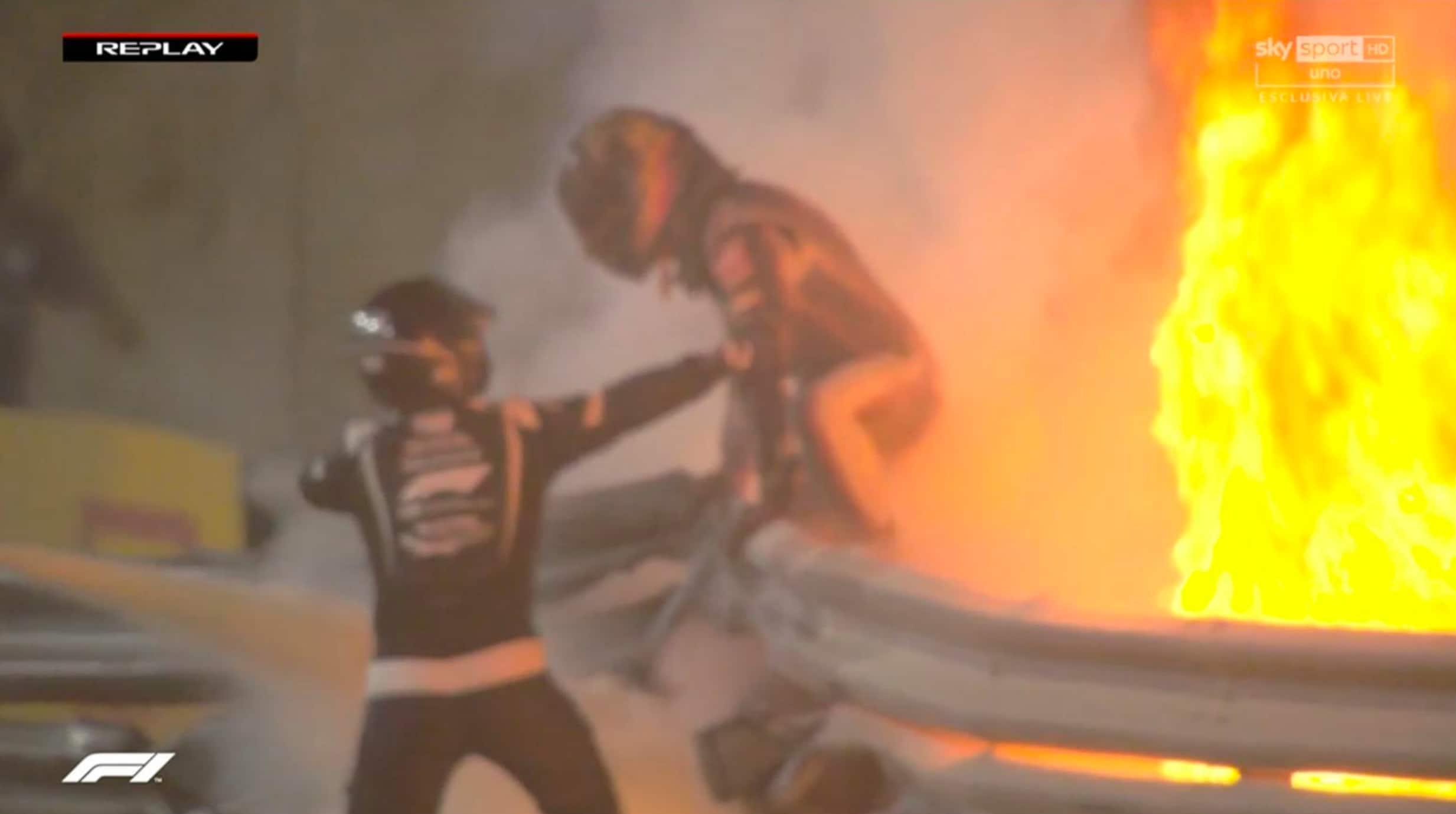 F1, Grosjean esce dalle fiamme dopo il terribile incidente in Bahrain