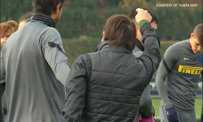 Inter, il buon umore in allenamento non manca. E Conte corre..