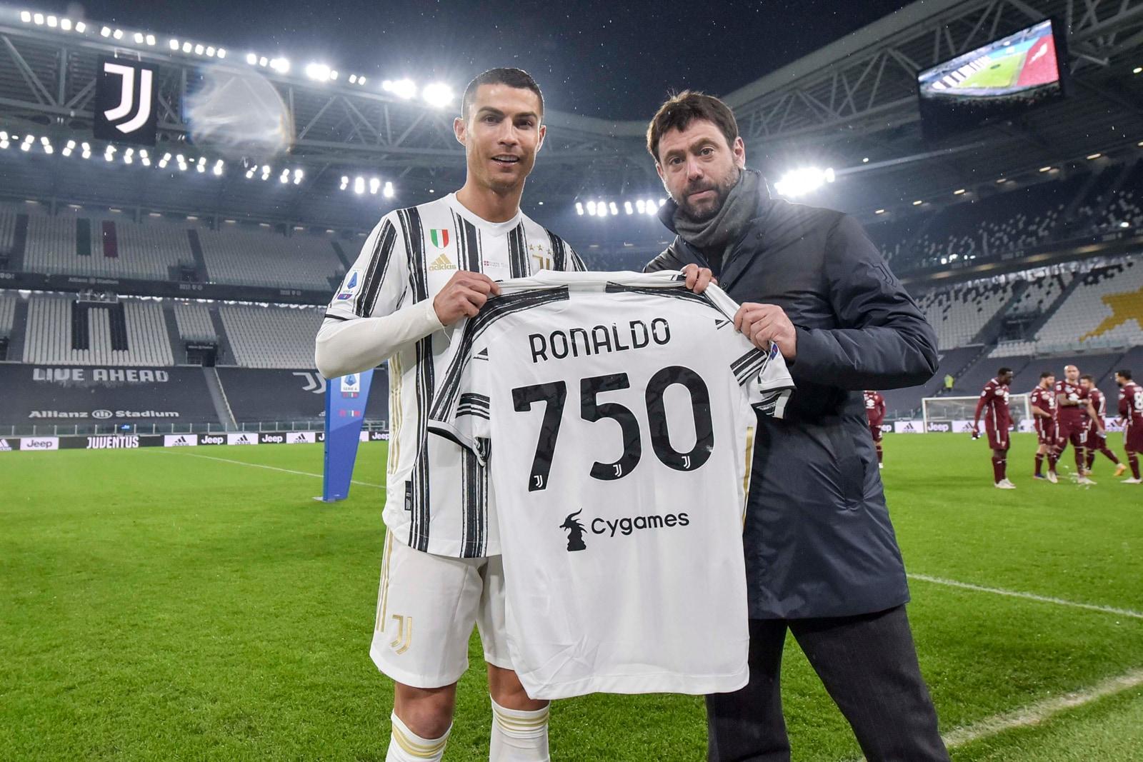 CR750, Agnelli celebra Ronaldo con una maglia da record