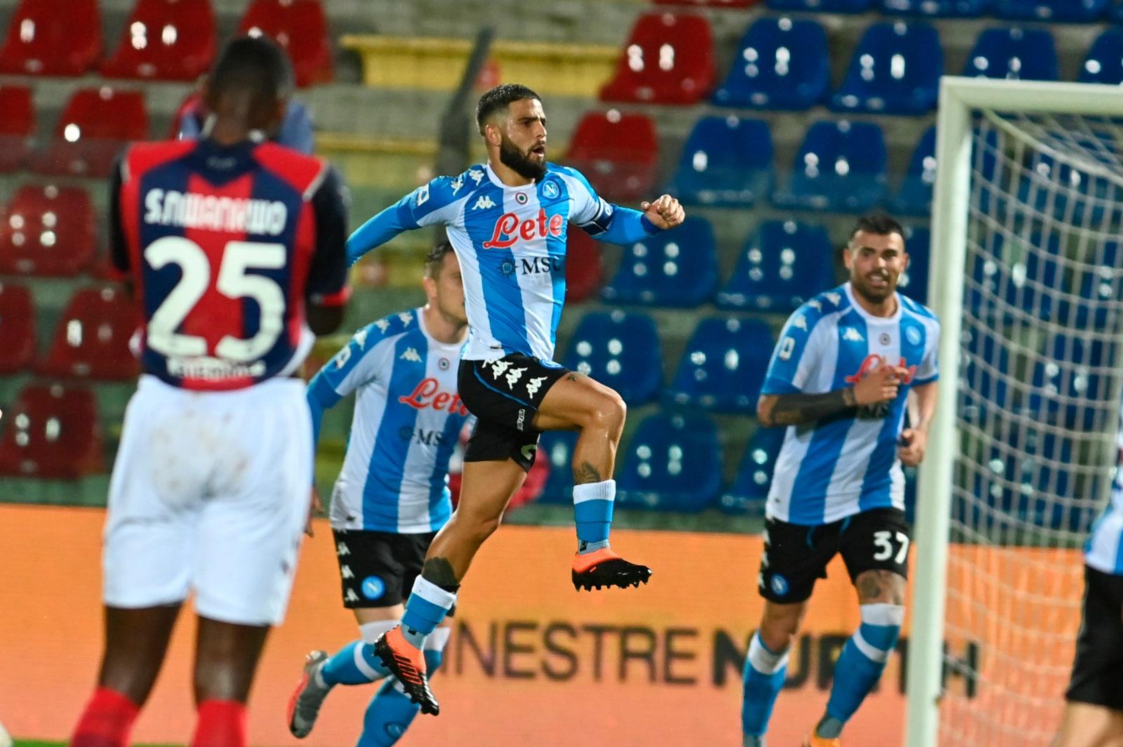 Insigne trascina il Napoli: gol e assist per Lozano. Poker al Crotone