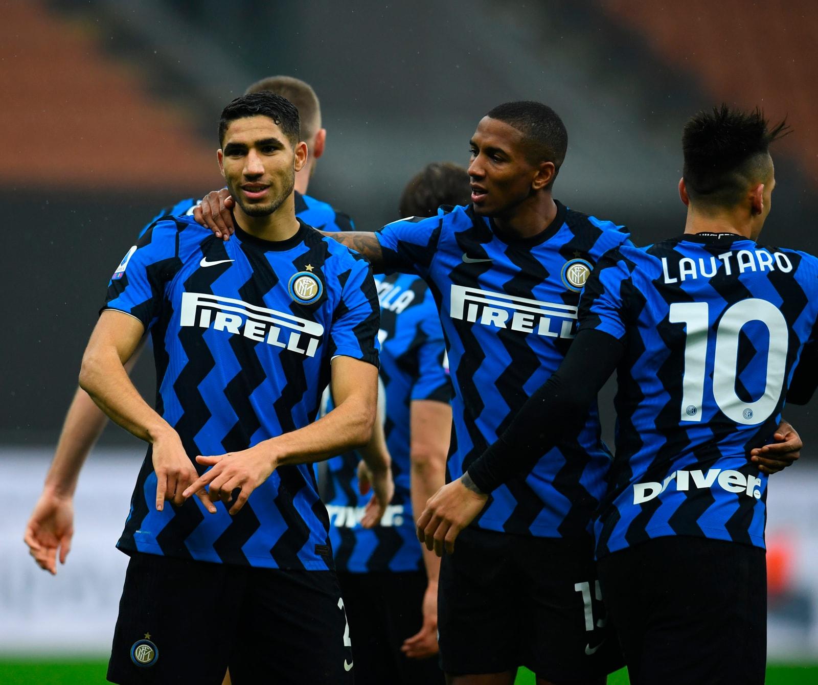 Hakimi e Lukaku in gol, l'Inter tiene la scia del Milan