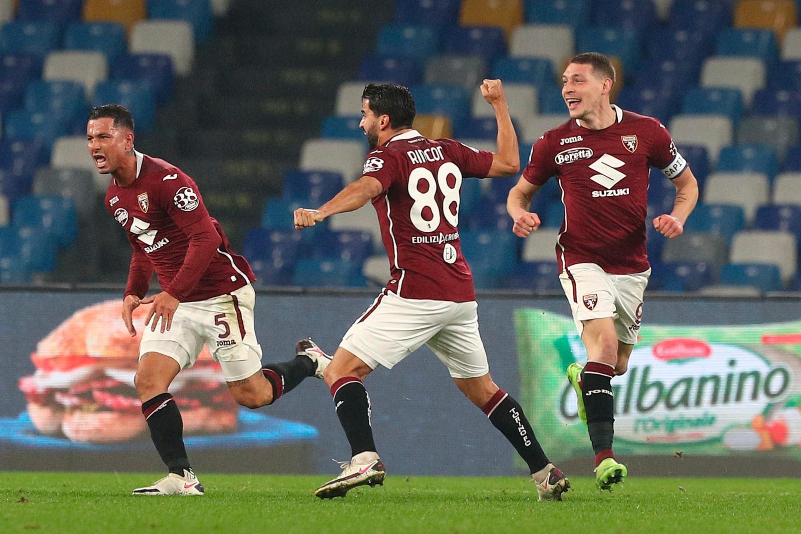 L'urlo di Izzo non basta: Torino ripreso dal gran gol di Insigne