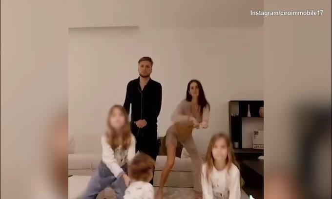 Balletto di famiglia a casa Immobile