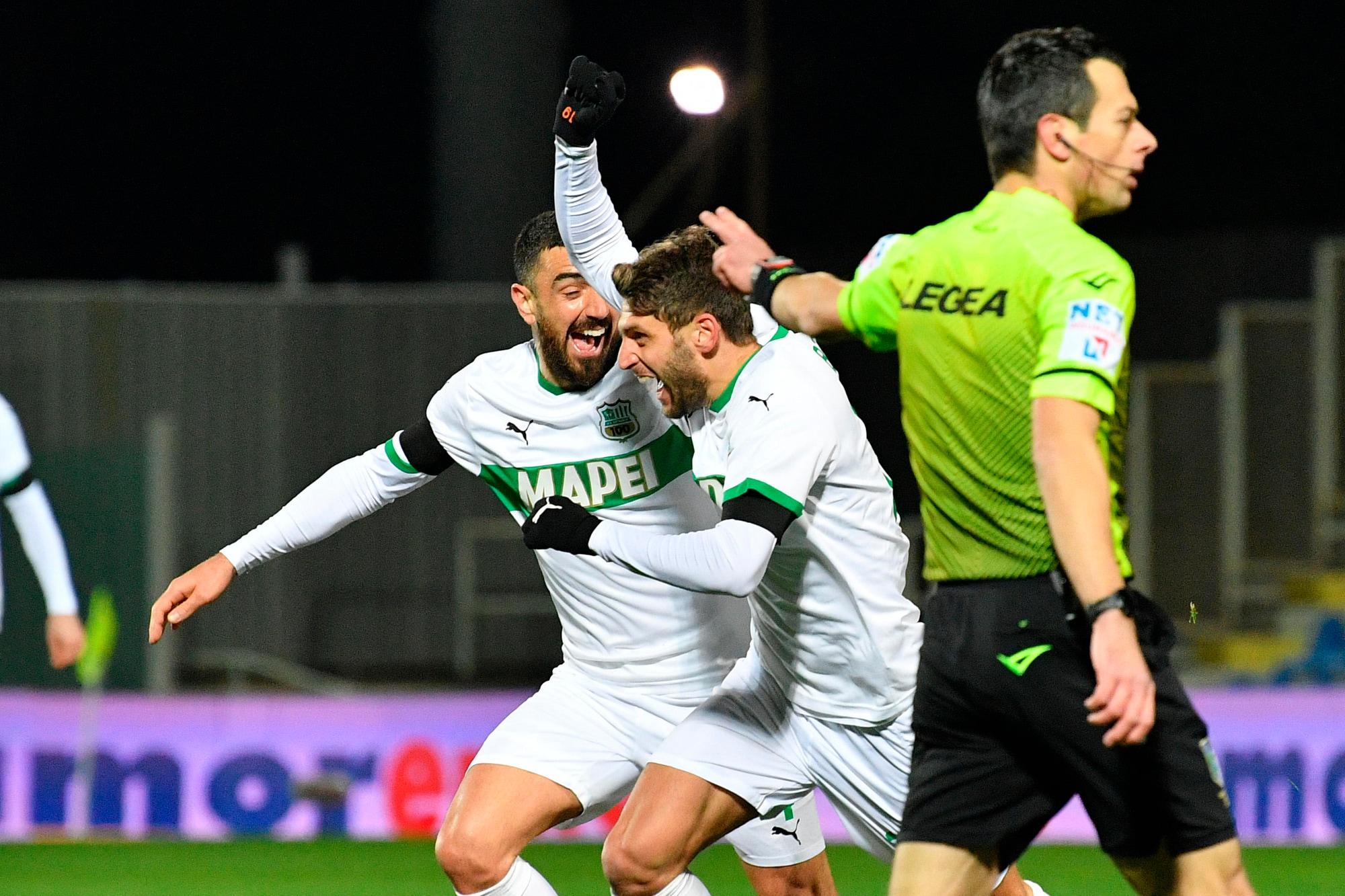 Berardi e Caputo, coppia gol: il Sassuolo vince a Crotone