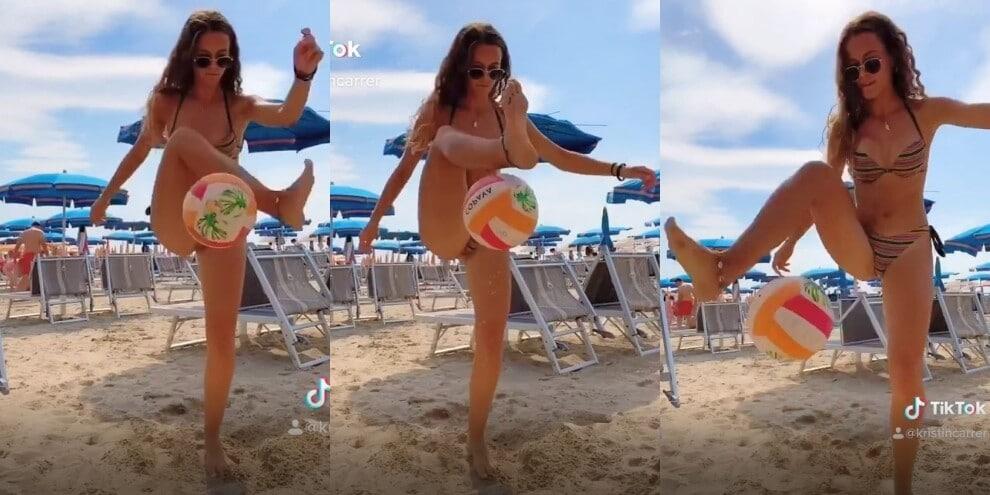 Juve, Kristin Carrer fenomeno in spiaggia: che palleggi!