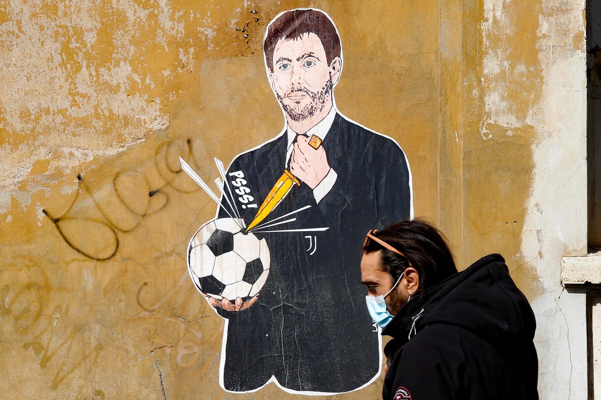 Superlega, Agnelli che buca il pallone diventa un murales