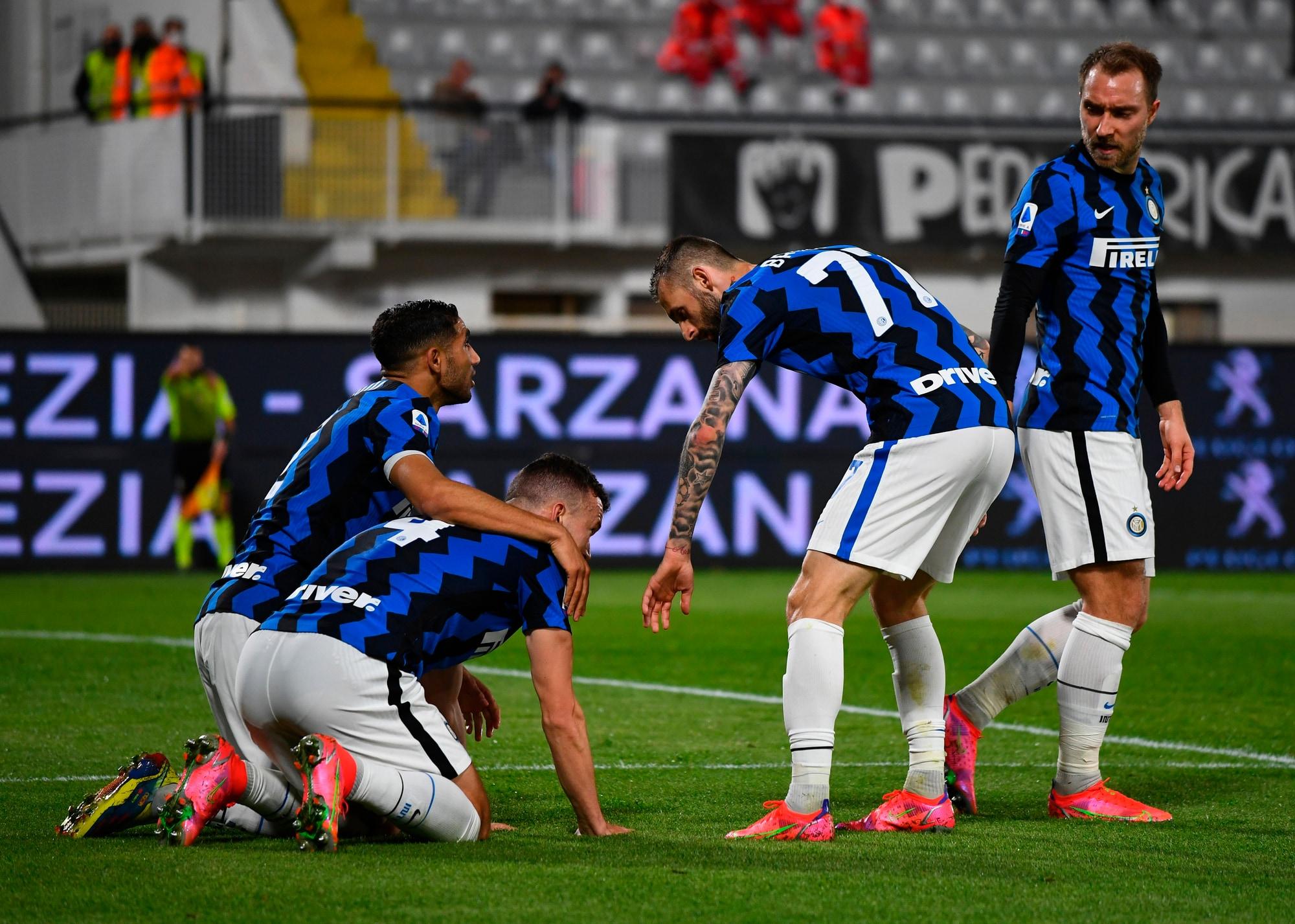 Perisic risponde a Farias, l'Inter pareggia con lo Spezia: +10 sul Milan
