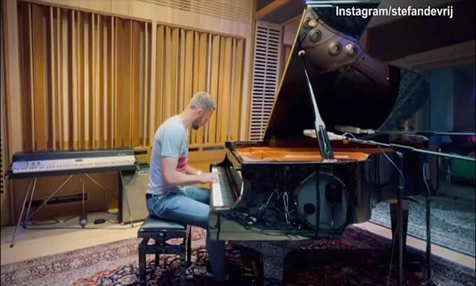 Inter, De Vrij suona il pianoforte: che melodia!