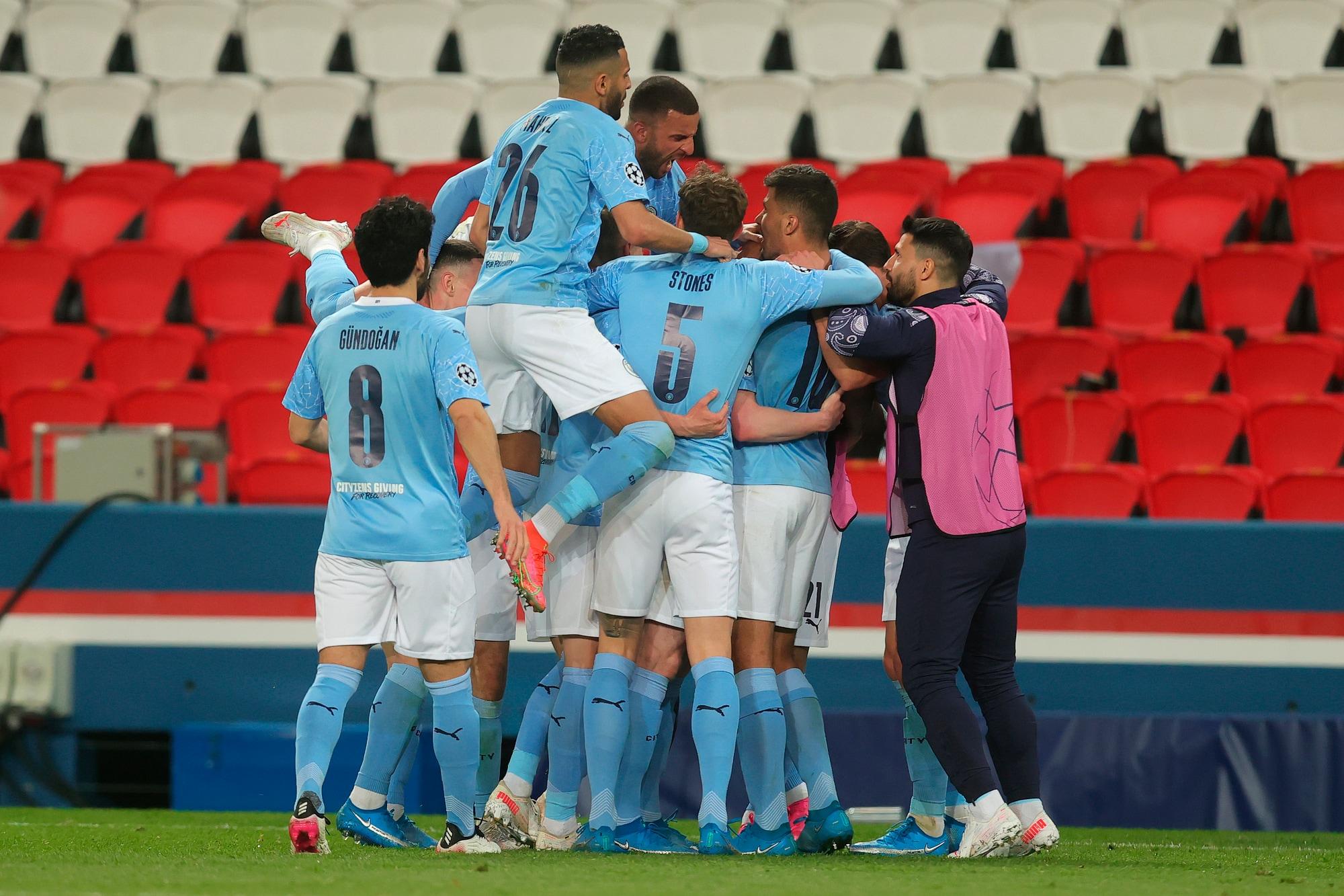 Il Psg domina un tempo, ma vince il Manchester City: decide Mahrez