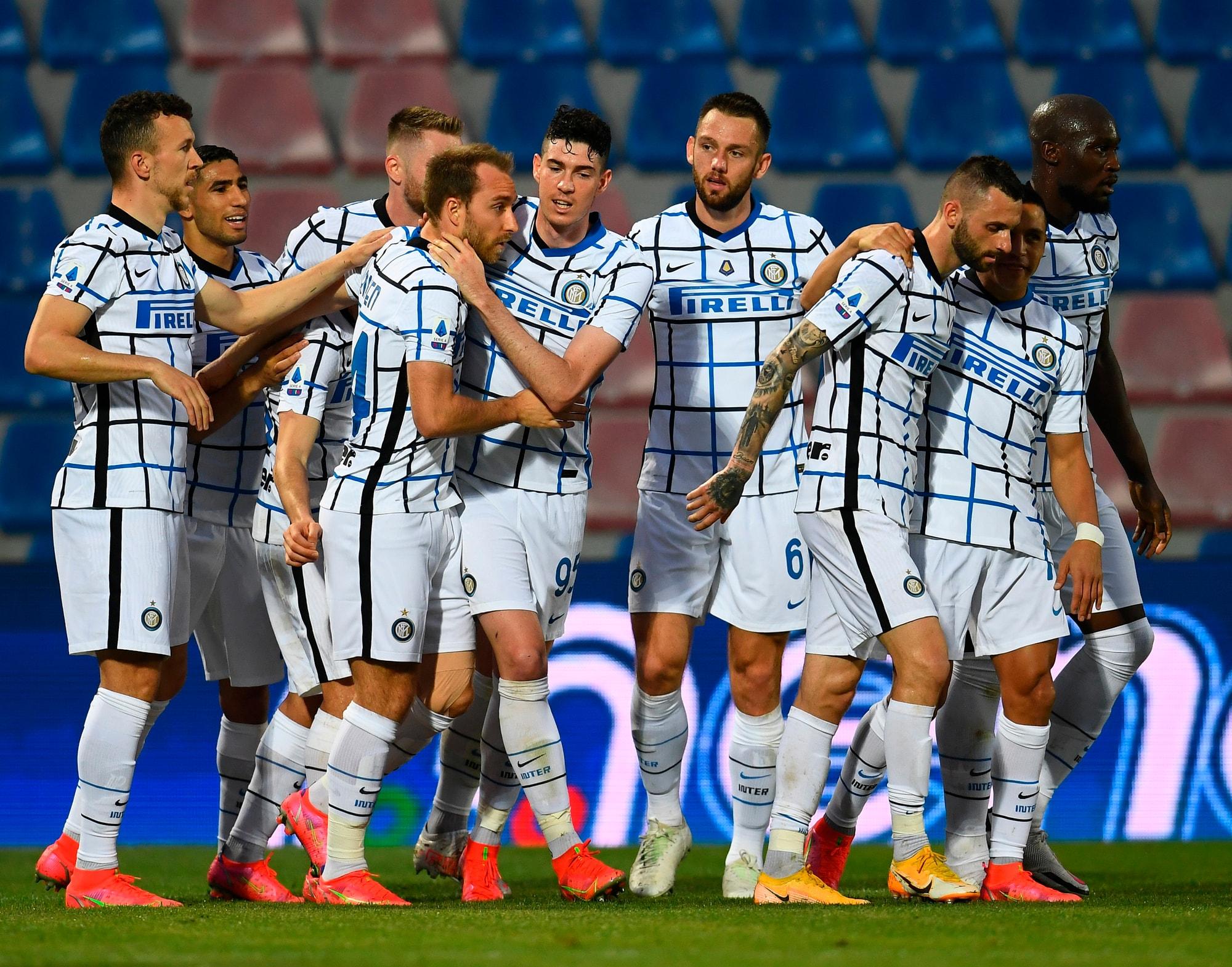 Eriksen e Hakimi lanciano l'Inter verso lo scudetto! Crotone in B
