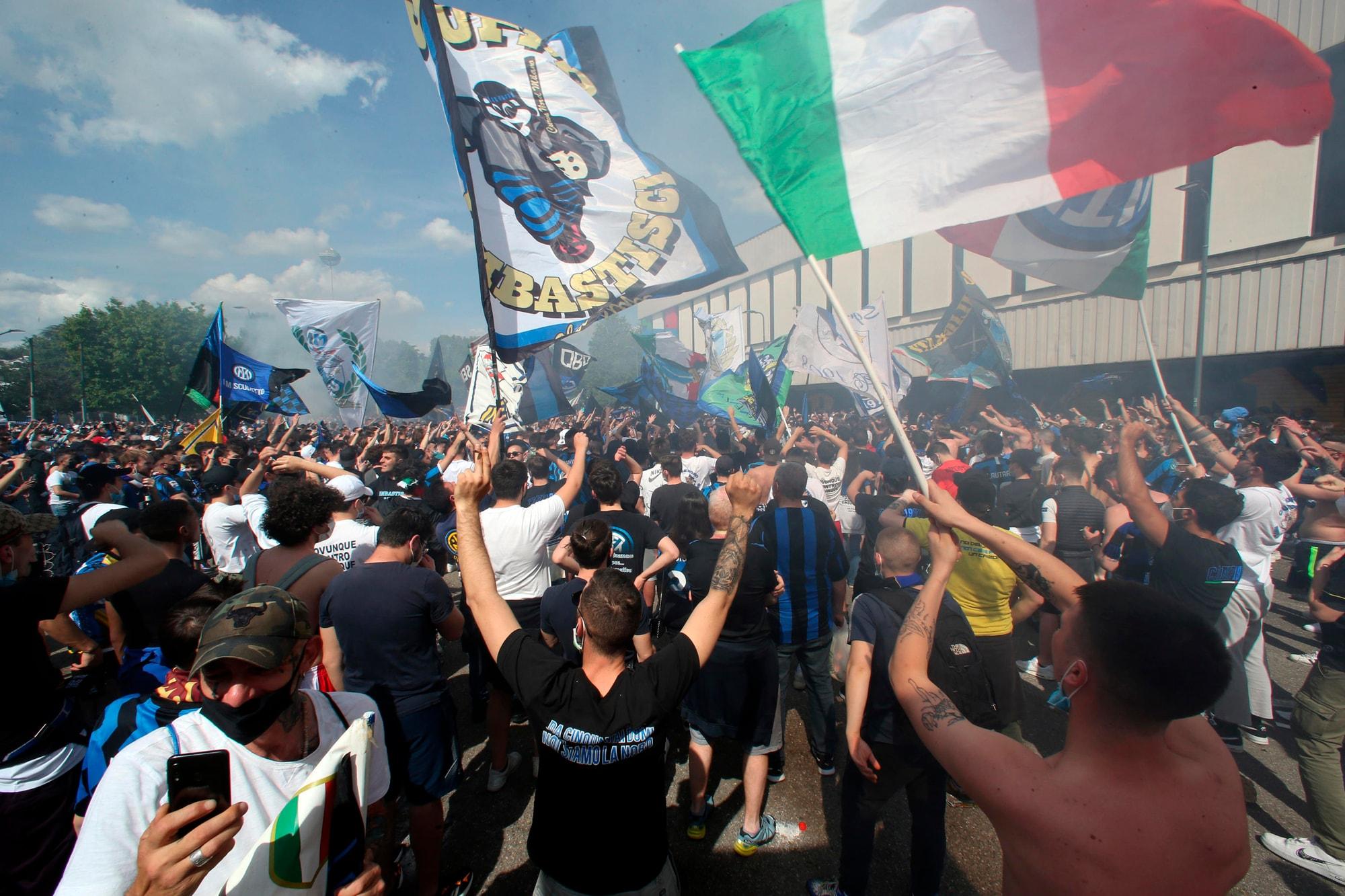 Scudetto Inter, tremila tifosi a San Siro per la festa