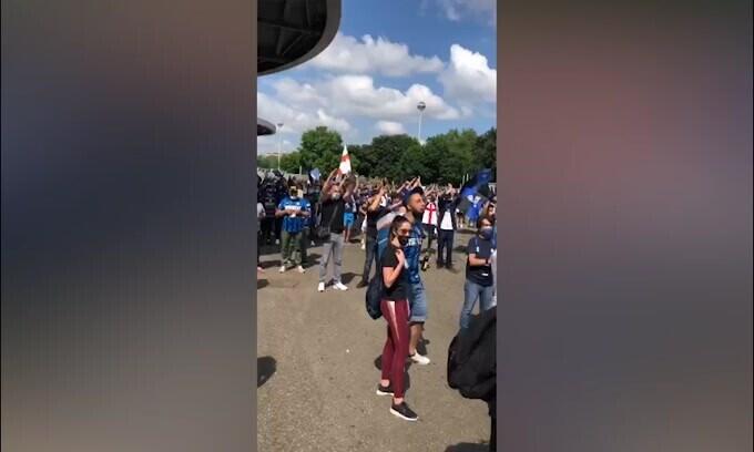 Inter, festa dei tifosi fuori da San Siro