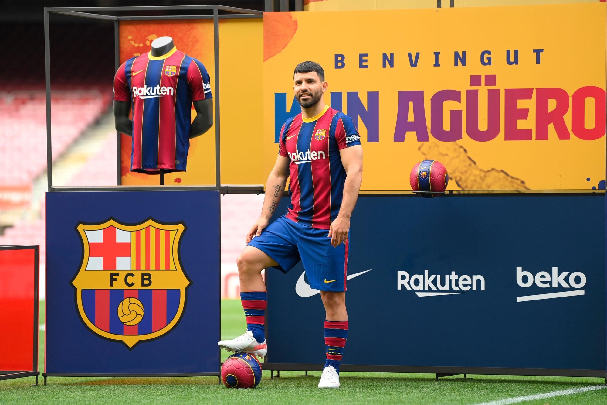 Al Camp Nou il Barcellona presenta il Kun Aguero