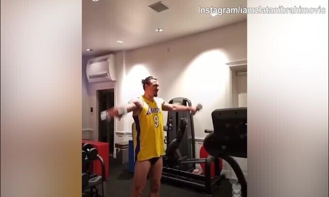 Ibra si allena in diretta Instagram